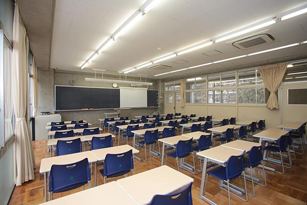 普通教室(プロジェクター完備)
