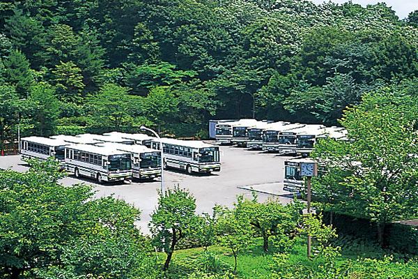 スクールバス駐車場